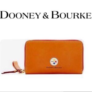 🆕 Dooney & Bourke Pittsburgh Steelers Wristlet
